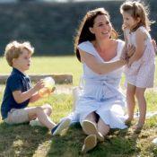 Momento família: Kate Middleton brinca com filhos George e Charlotte em parque