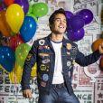 Bruno Gadiol beijou o músico Gabriel Nandes em seu novo clipe, 'No Seu Costume'