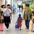 Filha de Bruno Gagliasso e Giovanna Ewbank, Títi puxou sozinha sua mala de viagem