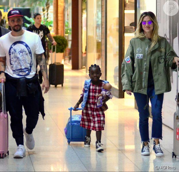 Bruno Gagliasso, Giovanna Ewbank e a filha, Títi, foram fotografados na tarde desta quarta-feira, 13 de junho de 2018
