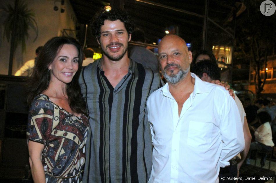 c1c167283 Flávia Monteiro e o marido, Avner Saragossy, conferiram a abertura do  restaurante japonês de José Loreto, o Temakeria & Cia, nesta quarta-feira,  13 de junho
