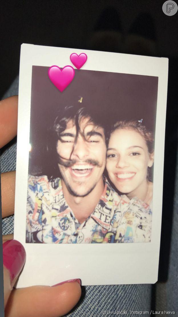 Bruno Montaleone posou com Laura Neiva em festa de aniversário