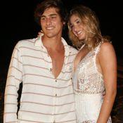 Sasha filma o namorado, Bruno Montaleone, em festa de aniversário do ator. Vídeo