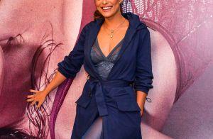Tudo azul! Juliana Paes combina body, meia-calça e trench coat em evento. Fotos!
