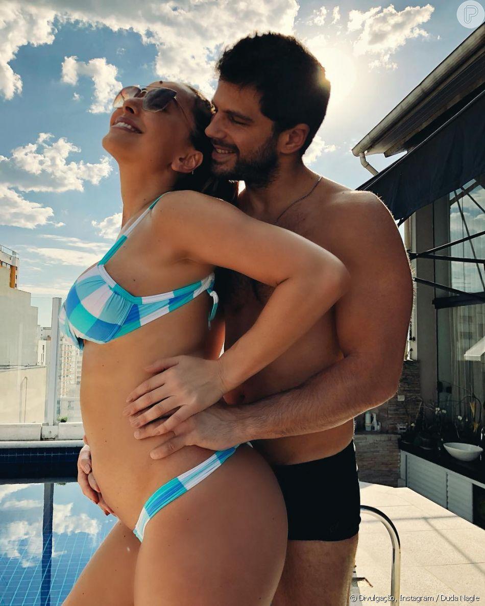 Sabrina Sato posa de biquíni e exibe barriga de 4 meses de gestação com o noivo, Duda Nagle, em 24 de junho de 2018