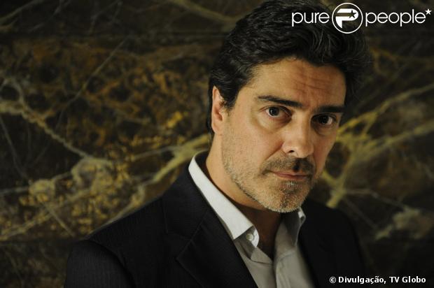 Junno Andrade diz que gostou de interpretar o vilão Santiago, em 'Salve Jorge', mas gostaria de fazer papel de alguém do bem em outro trabalho, em 7 de fevereiro de 2013