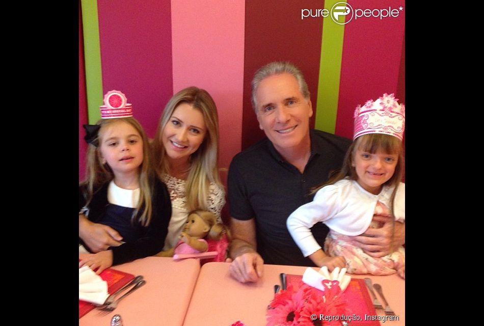 Rafaella Justus comemora aniversário de 5 anos em Miami com Roberto Justus e Ana Paula Siebert (21 de julho de 2014)