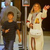 Passeio com os filhos! Carolina Dieckmann curte shopping com Davi e José. Fotos!