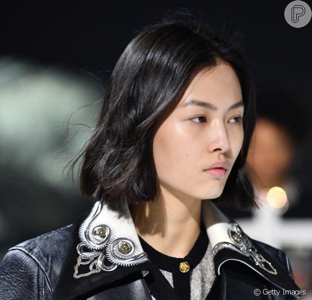 Inspire- no Dia Mundial do Rock, em 13 de julho, para criar um visual cheio de estilo.  O look é da Louis Vuitton