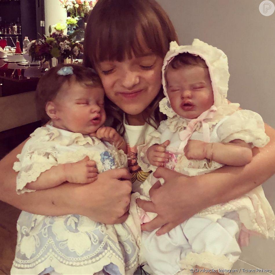 e5ef66bf3 Filha de Ticiane Pinheiro ganha novas bonecas reborn   Aniversário ...