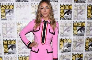 Brilho, rosa-choque e amarelo são tendências entre as atrizes na Comic Con 44b29539bb
