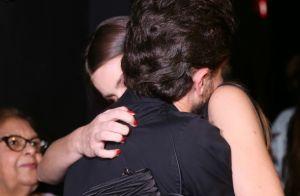 Camila Queiroz prestigia Klebber Toledo em estreia de peça dirigida pelo ator