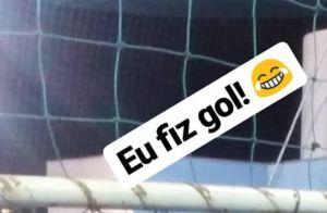 Lulu Santos acompanha partida de futebol de namorado com amigos. Foto!