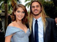 Isabella Santoni pega buquê de noiva e questiona namorado: 'O que acha?'