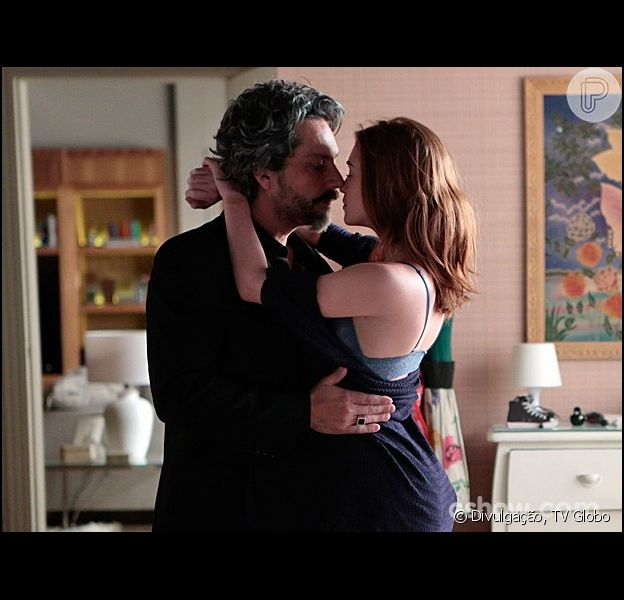 Maria Isis (Marina Ruy Barbosa) e José Alfredo (Alexandre Nero) vão viver a primeira noite de sexo em 'Império' no capítulo que vai ao ar na próxima sexta-feira, 1º de agosto de 2014, como informou a coluna 'Telinha' do jornal 'Extra'