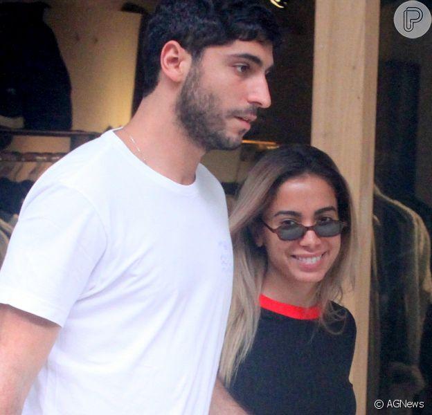 Anitta exibiu foto com o marido, Thiago Magalhães, na viagem pelo Chile, no Instagram. Veja abaixo!
