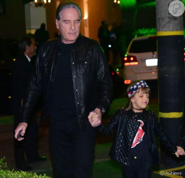 Filha de Ticiane Pinheiro, Rafa Justus foi ao primeiro dia de aula acompanhada do pai, Roberto Justus