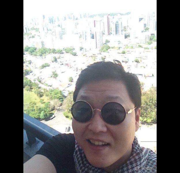 O rapper sul-coreano Psy, do hit 'Gangnam Style', postou uma foto em Salvador nesta sexta-feira, 8 de fevereiro de 2013