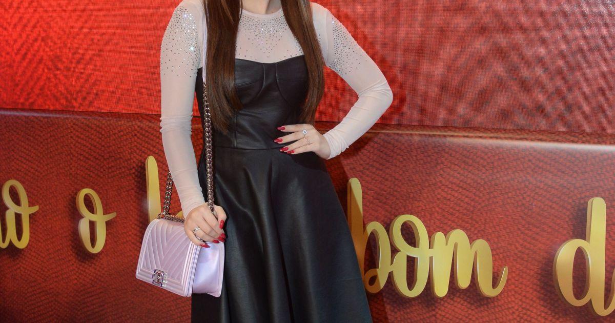 Larissa Manoela doou vestido usado na estreia da novela  As Aventuras de  Poliana  para o programa de TV  Desengaveta , do GNT - Purepeople 35b55b624e