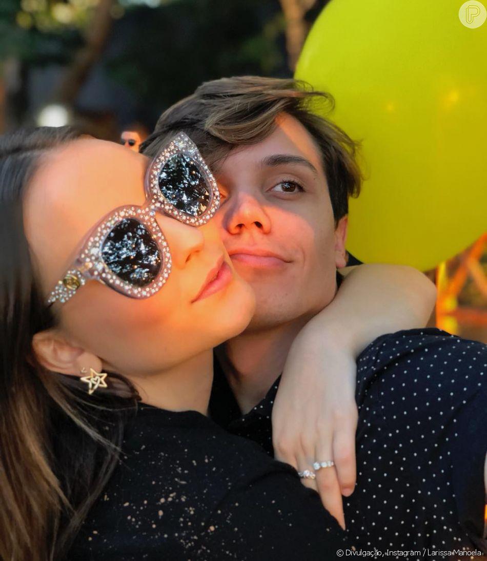 Larissa Manoela não abriu mão de seu óculos Gucci   Eu amo, tenho muito  apego nele e todo mundo me vê sempre com esse óculos  4bdbed5e7a
