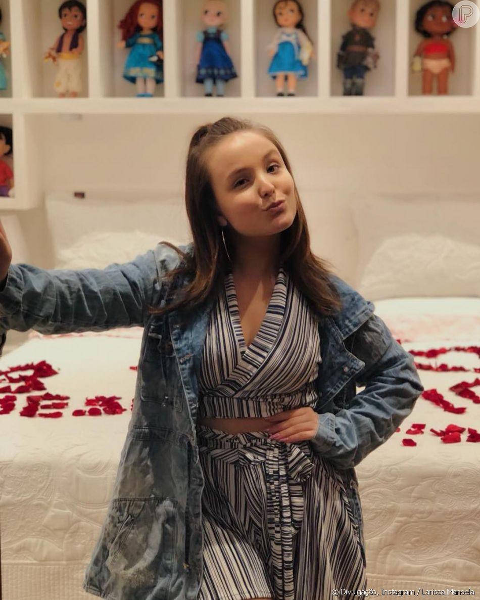 Larissa Manoela tem 888 peças em seu closet e abriu mão de parte das peças  para doação   Estou muito feliz em estar fazendo parte do  Desengaveta  e  ... eebe7071c0