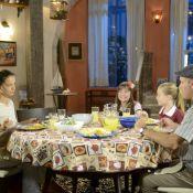 'As Aventuras de Poliana': com plano de Poliana, Luísa janta na casa de Durval
