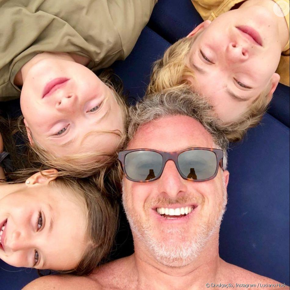 Luciano Huck publicou foto com os filhos no Instagram e agredeceu a mulher, Angélica, neste domingo, 12 de junho de 2018