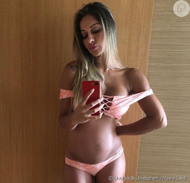 Mayra Cardi publicou uma foto de biquini exibindo a barriga no oitavo mês de gestação nesta quinta-feira, 16 de agosto de 2018