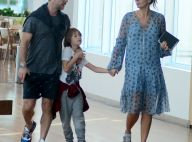 Adriane Galisteu usa look despojado para passear com marido e o filho, Vittorio