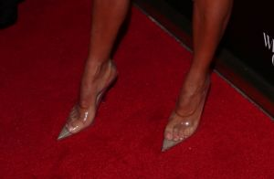 Bolsa de batata frita? Kim Kardashian usa modelo de cristal em evento. Fotos!
