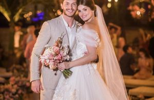 Camila Queiroz usa vestido romântico com flores em casamento com Klebber Toledo