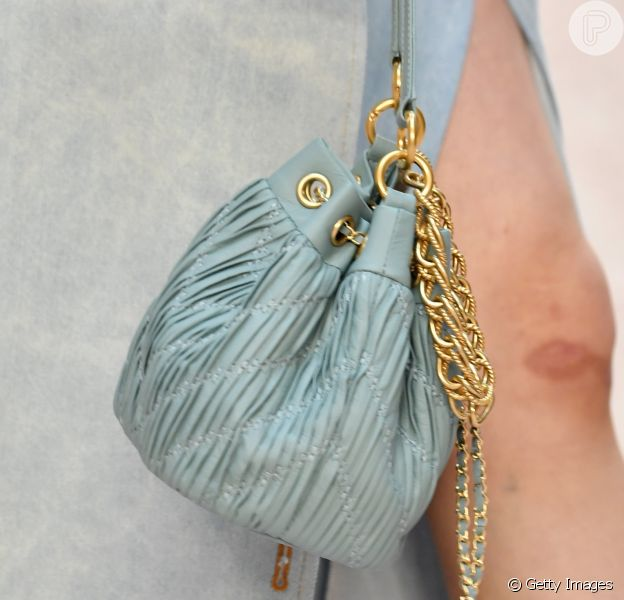 Modelos de bolsas em alta: a bolsa-saco em sua versão menorzinha vai bombar nas próximas temporadas