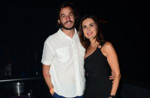 Fátima Bernardes chama atenção por look justo em foto e web elogia: 'Deusa'