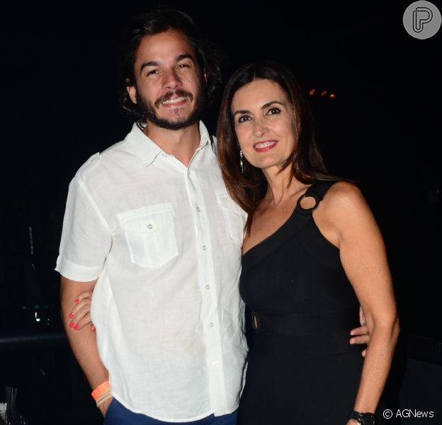 Fátima Bernardes chama atenção de internautas por look justo em foto com o namorado, Túlio Gadêlha
