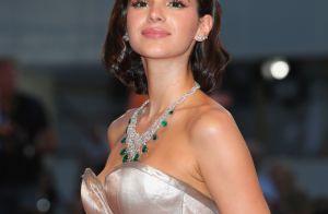 7d1fe5354df Bruna Marquezine aposta em vestido com fenda profunda em Veneza. Veja fotos!