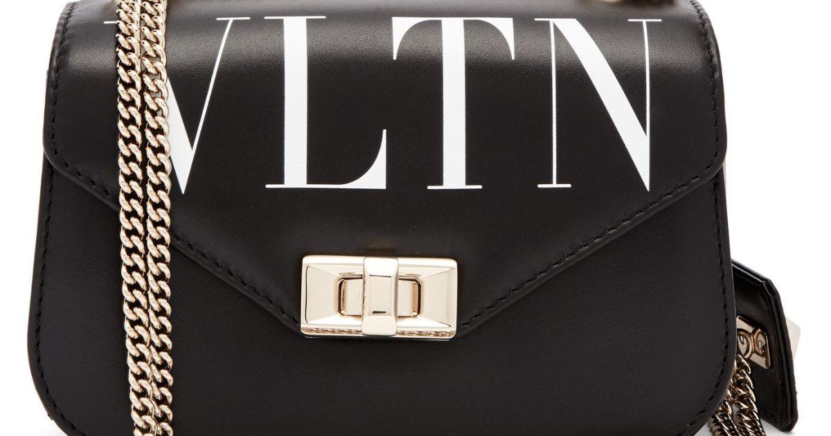 45ba0694d3515 Bolsa Valentino VLTN Crossbody usada por Bruna Marquezine custa cerca de R   6.822 na loja Matches Fashion - Purepeople