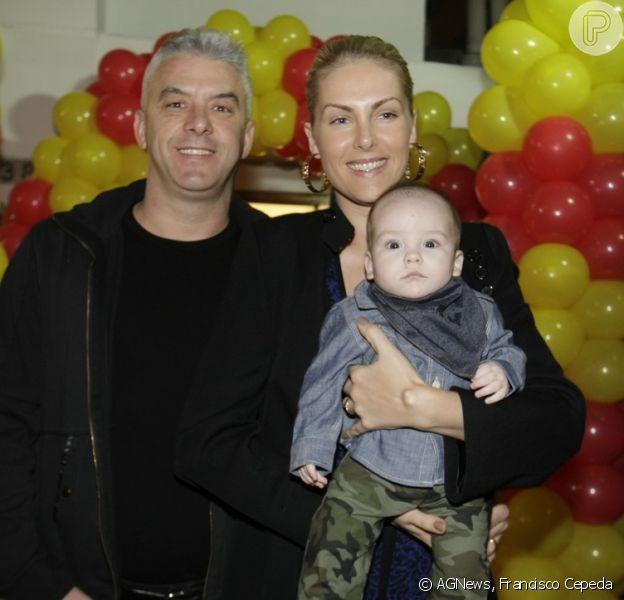 Ana Hickmann leva o filho, Alexandre Jr, para o aniversário de 1 ano de Bento, filho da top Carol Trentini em São Paulo, neste sábado, 9 de agosto de 2014