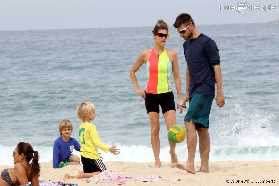 Fernanda Lima e rodrigo Hilbert levaram so filhos na praia do Leblon, Zona Sul do Rio de Janeiro, na tarde deste domingo, 10 de agosto de 2014