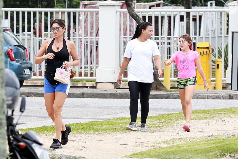 5c40dac539c1f Flávia Alessandra e a filha caçula foram fotografadas saindo da academia