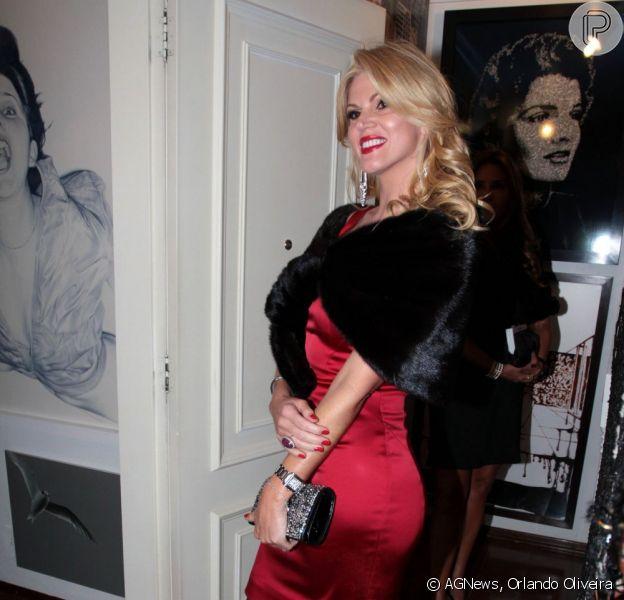 Val Marchiori chama Narciza Tamborindeguy de cafona por se recusar a tirar foto com ela no Baile de Carnaval do hotel Copacabana Palace, em Copacabana, na zona sul do Rio de Janeiro, em 10 de fevereiro de 2013