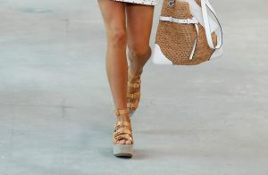 Sandálias e botas flatform: a aposta de verão de Michael Kors na NYFW