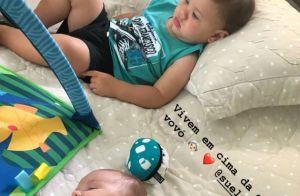 Andressa Suita mostra Samuel dormindo ao lado de Gabriel: 'Cama da vovó'. Foto!