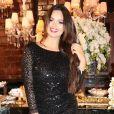 Suzanna Freitas posou para fotos na festa de 1 milhão de inscritos no canal de Antonia Fontenelle