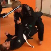 Angélica aplica golpe de jiu-jitsu em Carol Dieckmann em treino: 'Ação'. Vídeo!
