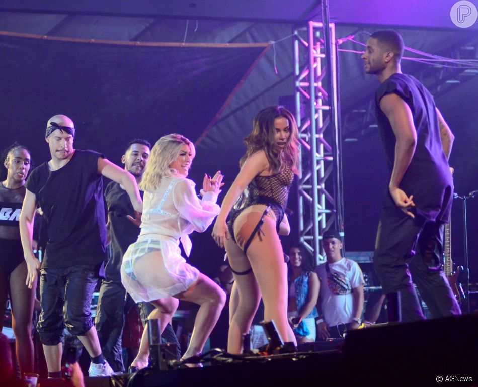 Anitta e Lorena Improta se jogam no funk em show da cantora no Salvador Fest, na Bahia, neste domingo, 23 de setembro de 2018