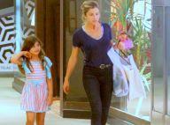 Filha de Grazi Massafera, Sofia passeia com atriz em shopping do Rio. Fotos!