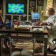 Juliane (Cris Vianna) pede dinheiro emprestado a Antoninho (Roberto Bomfim), em 'Império'