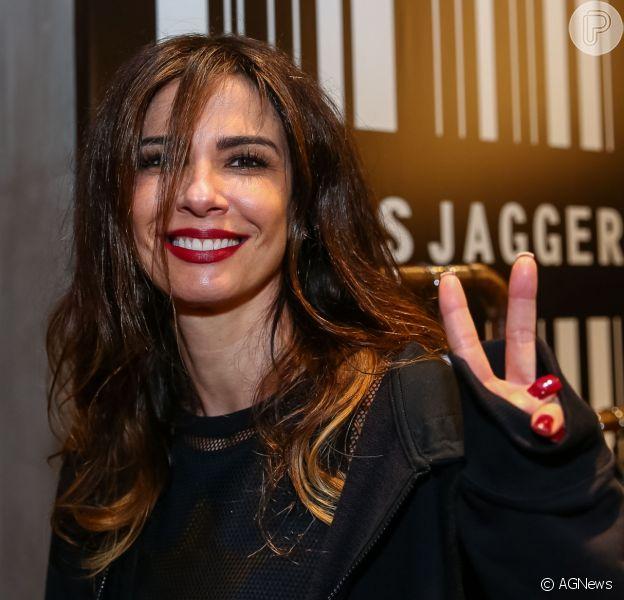 Luciana Gimenez foi filmada por Matheus Mazzafera chegando com o vestido rasgado após uma festa em uma boate de Paris