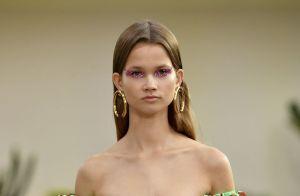 Glitter invade a maquiagem do verão para combinar com o brilho dos looks!
