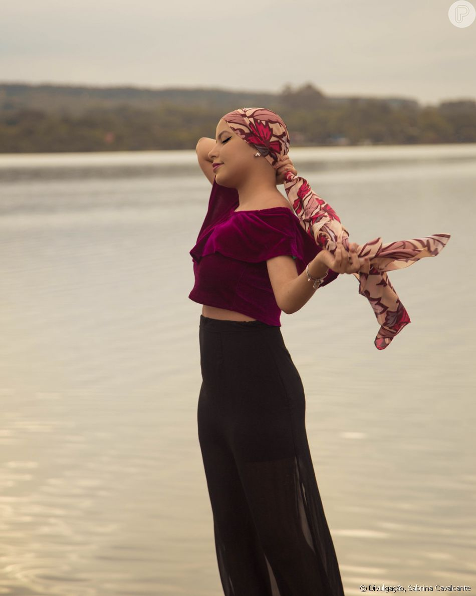 Câncer de mama aos 20 anos: Isabel Costa, universitária de Brasília foi surpreendida pela doença e relata experiência em entrevista ao Purepeople